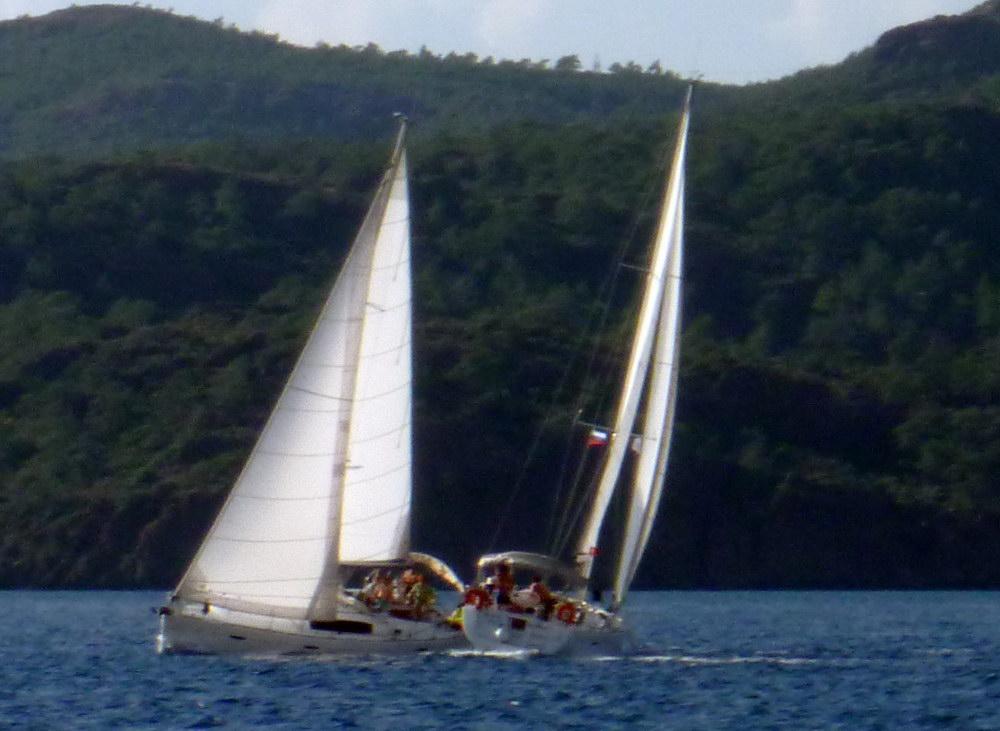 Чуть не столкнулись 2 лодки