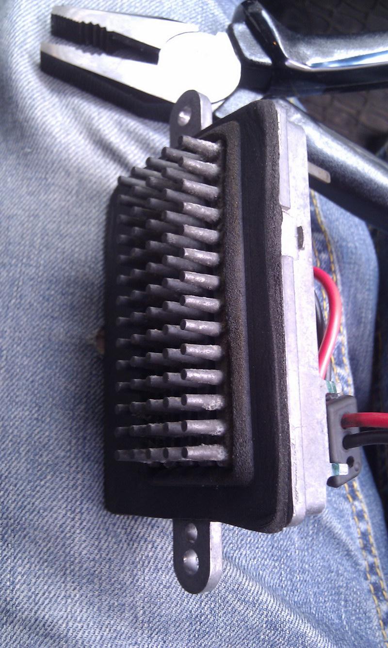 Jeep Grand Cherokee WJ ремонт блока управления вентилятором печки (климат-контроля).